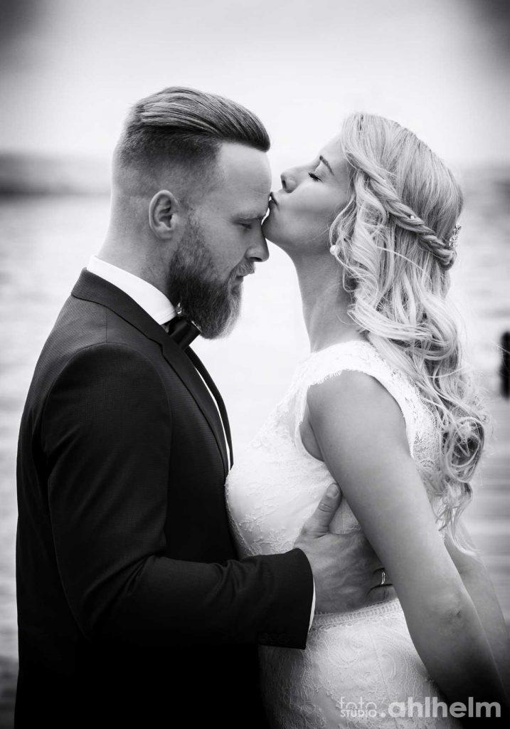 Fotostudio Ahlhelm Hochzeit verliebtes Paar