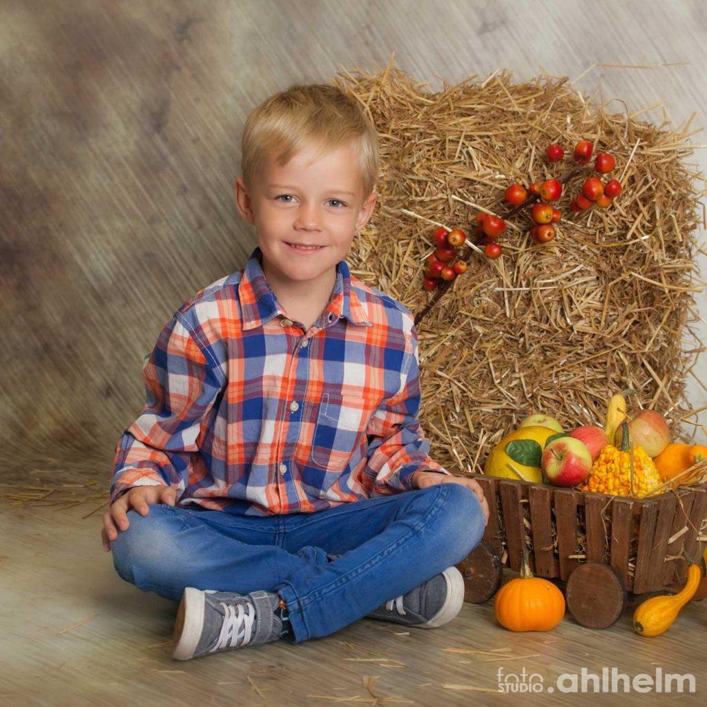 Fotostudio Ahlhelm Kindergarten Stroh und Kuerbisse