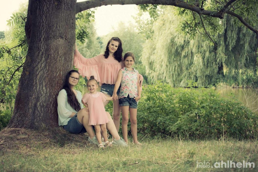 Fotostudio Ahlhelm outdoor große Schwester kleine Schwester